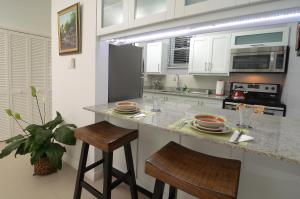 A kitchen or kitchenette at Choose To Be Happy at Eight - Eight Super Studio Apartments