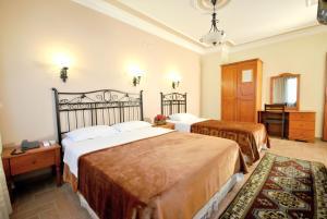 Кровать или кровати в номере Side Hotel
