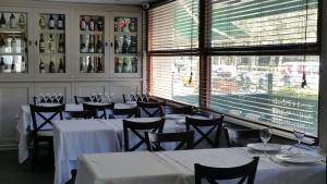 A restaurant or other place to eat at La Ciudadela