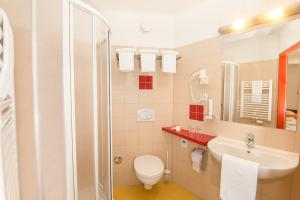 Ein Badezimmer in der Unterkunft H2O-Hoteltherme