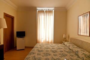 Letto o letti in una camera di Grand Hotel De Londres