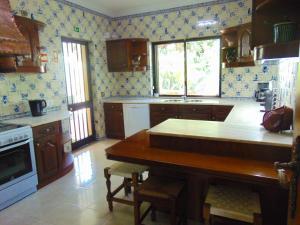 A kitchen or kitchenette at Vila Ninita