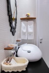 A bathroom at Padam Boutique Hotel