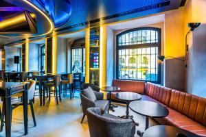 The lounge or bar area at Pestana CR7 Lisboa