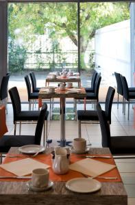 Un restaurante o sitio para comer en Expo Congress Hotel