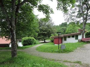Ein Garten an der Unterkunft Feriendorf Tieringen
