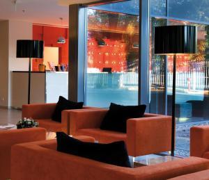 El salón o zona de bar de Expo Congress Hotel