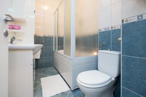 A bathroom at First Choice Galileo