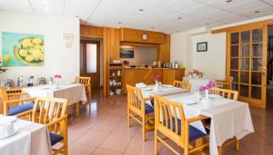Restaurant ou autre lieu de restauration dans l'établissement Hostal Residencia Sutimar