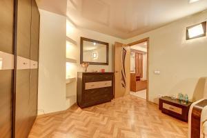 Телевизор и/или развлекательный центр в Longo Apartment Moyka