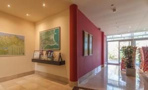 El vestíbulo o zona de recepción de Apartamentos Mar Comillas