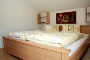 Ein Bett oder Betten in einem Zimmer der Unterkunft Ferienwohnung Großvenediger