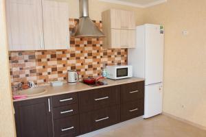 Кухня или мини-кухня в Apartments Domino