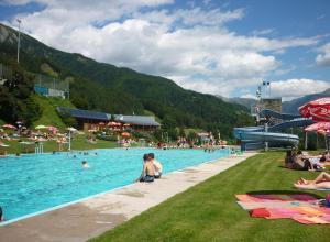 Der Swimmingpool an oder in der Nähe von Ferienwohnung Großvenediger