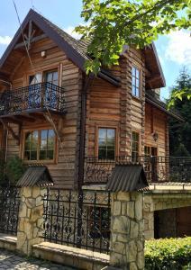 Fasada lub wejście do obiektu Dom z Misiem Krynica Zdrój