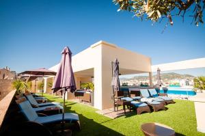 Der Swimmingpool an oder in der Nähe von Residhome Nice Promenade