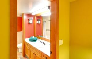 A bathroom at Embarc Whistler By Diamond Resorts