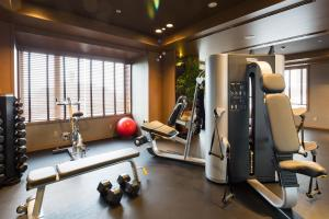 The fitness center and/or fitness facilities at Oriental Hotel