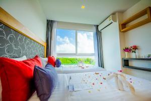 Ein Zimmer in der Unterkunft Grand Nai Harn Suites