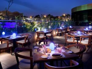 مطعم أو مكان آخر لتناول الطعام في voco - Riyadh, an IHG Hotel