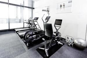The fitness centre and/or fitness facilities at Hotel Villa Fontaine Grand Tokyo-Shiodome