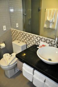 A bathroom at Maceió Mar Hotel