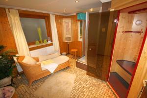 Ein Badezimmer in der Unterkunft Hotel Sonneck