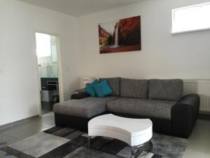 Ein Sitzbereich in der Unterkunft Ferienhaus Brueckner