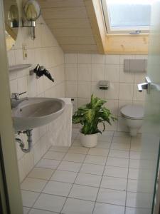 Ein Badezimmer in der Unterkunft Oberdeisenhof Land- und Wanderhotel Garni