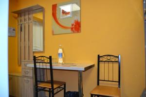 A seating area at Hostel & Mini-Hotel Altshtadt