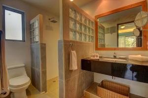 Ванная комната в Riviera Maya Suites