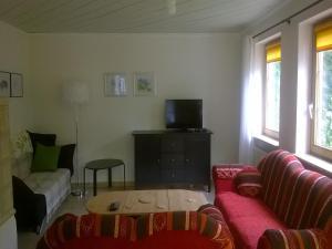 Ein Sitzbereich in der Unterkunft Ferienwohnung Reichart