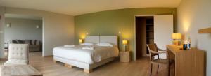 Un ou plusieurs lits dans un hébergement de l'établissement Logis Le Château de Sable