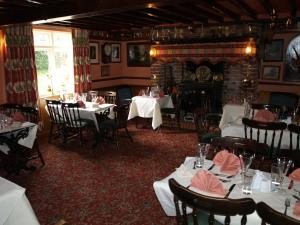 A restaurant or other place to eat at The Olde Windmill Inn
