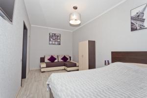 Кровать или кровати в номере Апартаменты на Горького 4