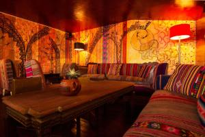 The lounge or bar area at Backpacker La Bo'M