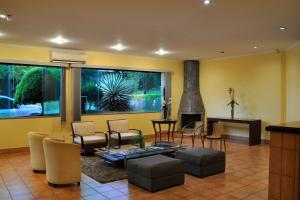The lounge or bar area at Pousada Shangrila