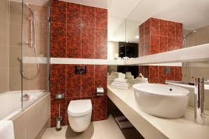 A bathroom at Niebieski Art Hotel & Spa