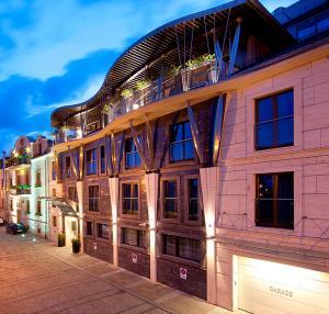The facade or entrance of Niebieski Art Hotel & Spa