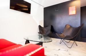Uma televisão e/ou sistema de entretenimento em Faro Boutique Hotel