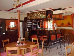 The lounge or bar area at Hotel Krone Kappel