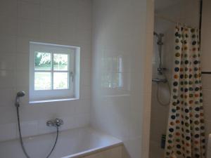 A bathroom at Maison De Blanche Neige