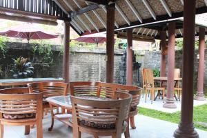 Restaurant ou autre lieu de restauration dans l'établissement Prambanan Guesthouse