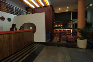 The lounge or bar area at Suite Hotel Chrome - Beirut