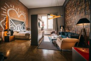 The lounge or bar area at BALTAZÁR Boutique Hotel by Zsidai Hotels at Buda Castle