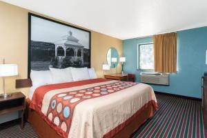 A room at Super 8 by Wyndham Bath Hammondsport Area