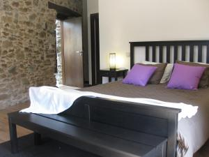 A bed or beds in a room at Candeias do Souto
