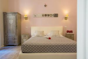 A bed or beds in a room at B&B Vatican's Keys