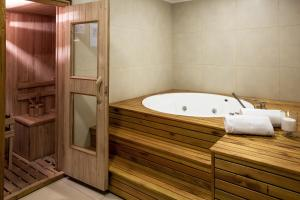 Spa and/or other wellness facilities at Flaat Recoleta Plaza