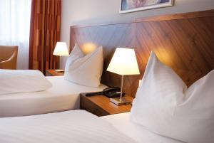 Ein Bett oder Betten in einem Zimmer der Unterkunft Morada Hotel Gifhorn